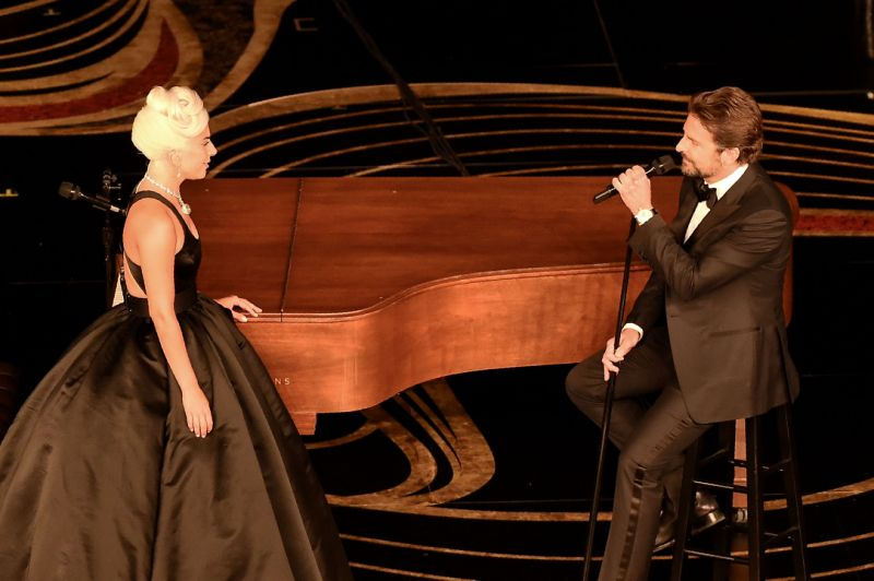 Watch Lady Gaga and Bradley Coopers sizzling performance of Shallow