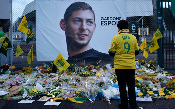 Body recovered from plane wreckage identified as footballer Emiliano Sala
