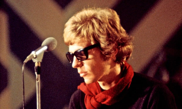 Scott Walker, experimental pop hero, dies aged 76