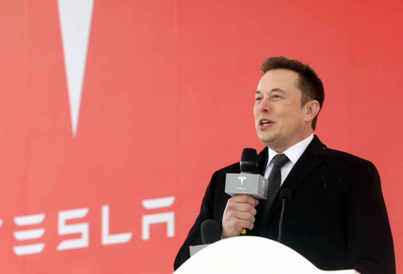 Elon Musk told this Reddit user they 'should interview at Tesla