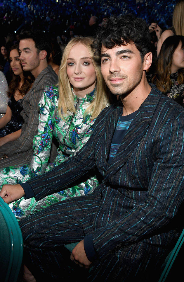Game Of Thrones Sophie Turner Marries Joe Jonas In Las Vegas After Billboard Music Awards