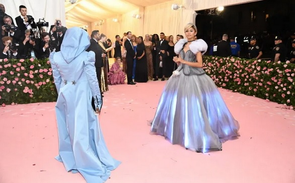 Zendaya Transformed Into Cinderella On The Met Gala Red Carpet And Im At A Loss For Words