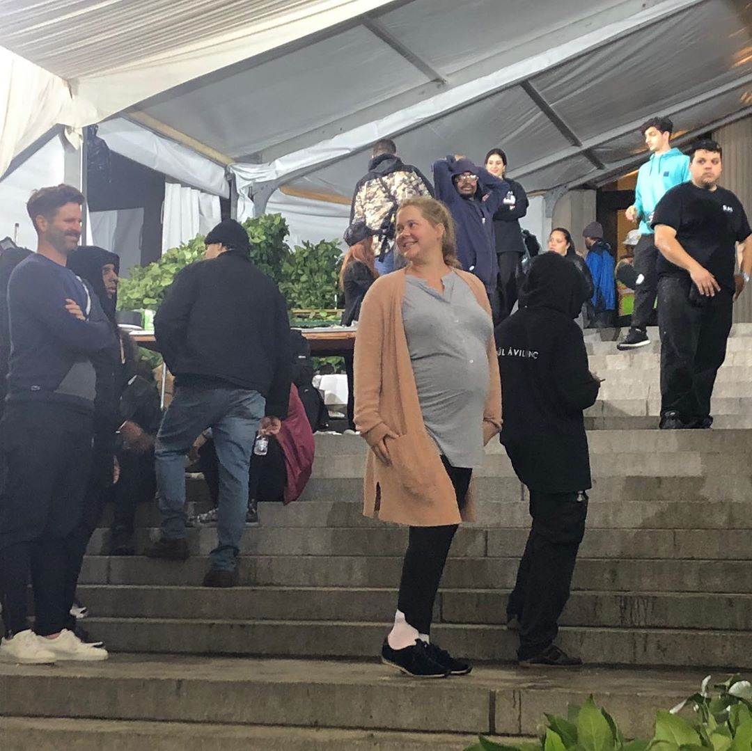 Amy Schumer strikes Met Gala pose before heading to the hospital to give birth