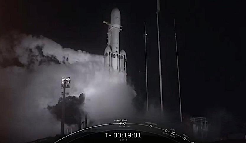 Falcon Heavy Takes Off in First Night Launch, Center Core Smashes into the Ocean