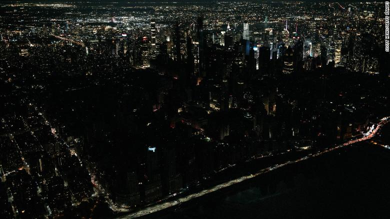 New Yorks power is restored after Manhattan spent hours in the dark