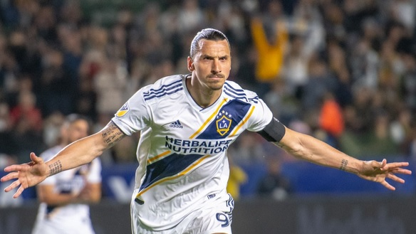 Zlatan Ibrahimović scores a hat-trick in the Los Angeles Derby