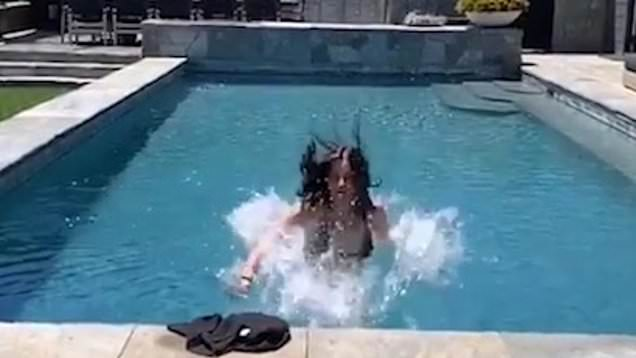 Courteney Cox posts epic pool video: This is the best video of all time