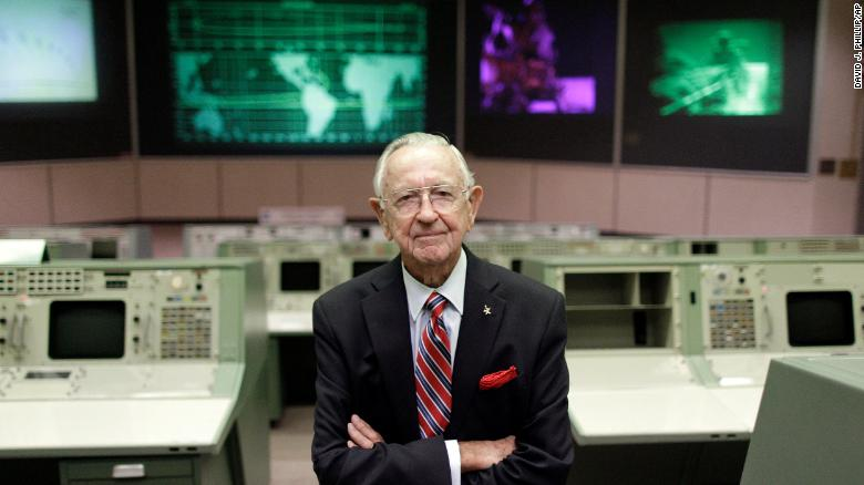 Chris Kraft, NASAs first flight director, dies at 95
