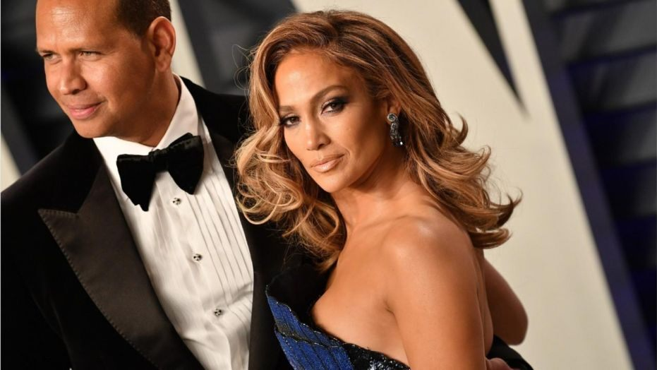 Jennifer Lopez twerks on Alex Rodriguez, stops concert to sing him happy birthday