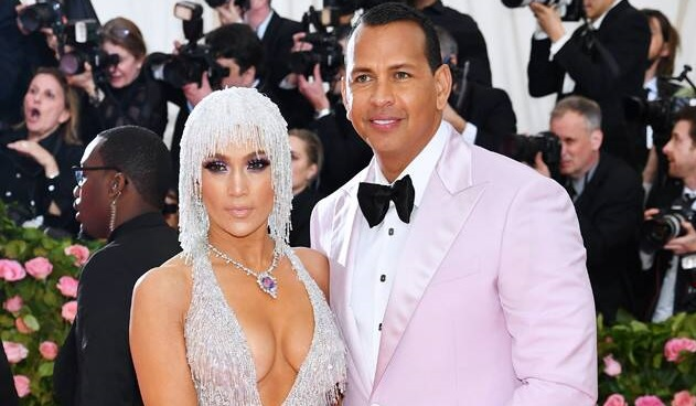 Alex Rodriguez Consoles Jennifer Lopez After She Breaks Down on Tour