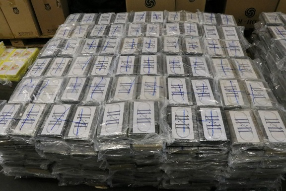 €1.1 billion worth of cocaine seized by German police in countrys largest ever drugs bust