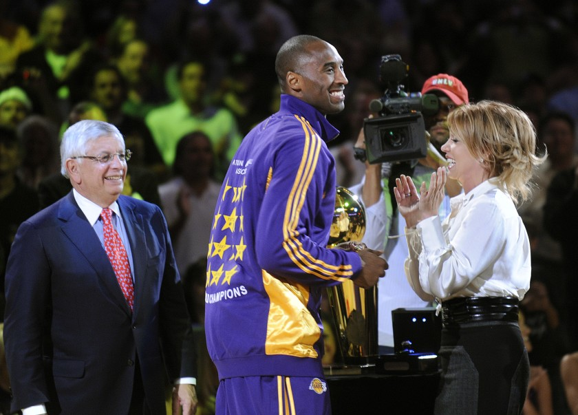 Jeanie Buss posts a touching open letter to Kobe Bryant