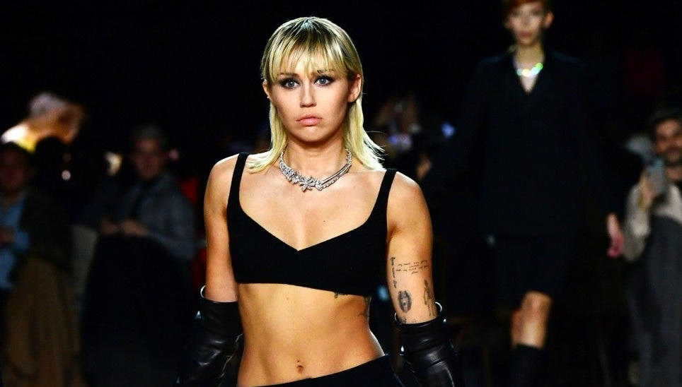 Miley Cyrus Shows Off Abs While Walking in Marc Jacobs Fashion Show