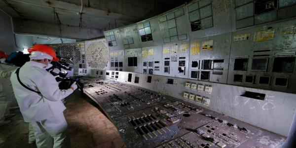 Ukraine opens Chernobyls infamous reactor four control room to tourists