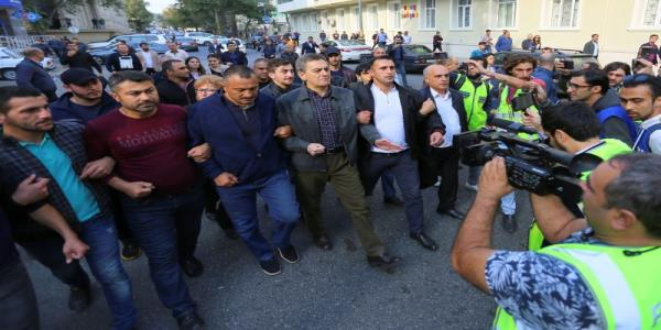 Azeri police detain scores of protesters, including opposition party leader