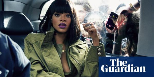 Rihanna mobbed in Paris: Dennis Leupolds best photograph