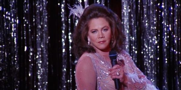 Friends Guest Star Kathleen Turner Admits She Wouldnt Accept Role Of Chandlers Dad In 2019