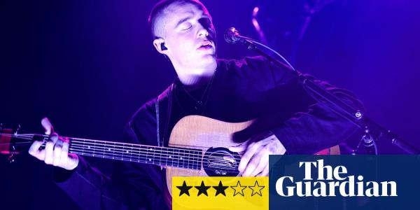 Dermot Kennedy review – intimate theatrics from grizzled chart-topper
