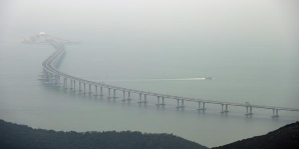 Hong Konger missing after crossing China bridge checkpoint