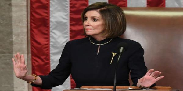 Pelosi shuts down Democratic applause after impeachment vote with a glare