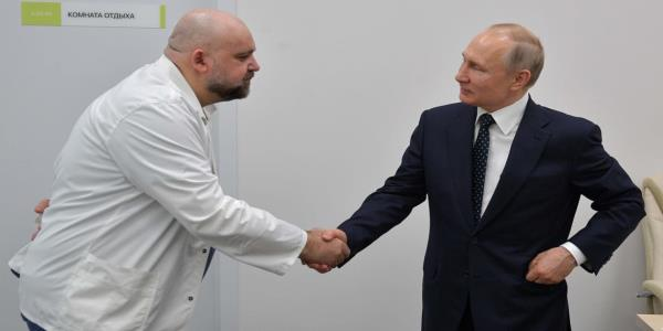 A Doctor Who Met Putin Just Tested Positive, and Russia's COVID-19 Crackdowns Could Get Real Ugly