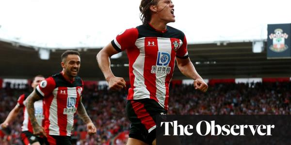 Manchester United held by 10-man Southampton thanks to Vestergaard