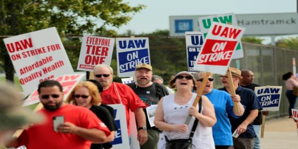 GM workers mark Solidarity Sunday on week two of strike