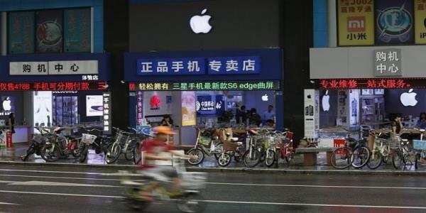 Fury as Apple pulls US news app Quartz from China over Hong Kong coverage