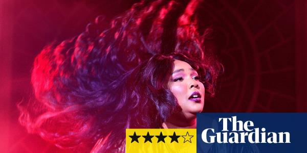 Lizzo review – love-bombing, hair-flipping hen party energy