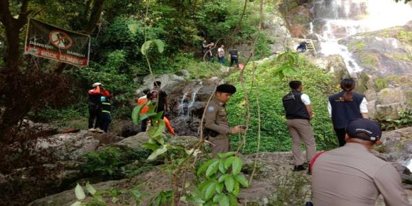 French tourist killed taking selfie at Thai waterfall