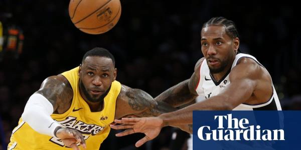 Lakers LeBron James aggravates groin injury in Christmas loss to LA Clippers