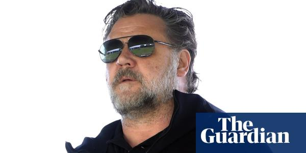 Russell Crowe uses Golden Globes win to highlight Australian fires climate change link – video