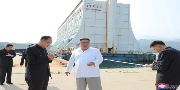 Kim Orders Shabby South Korean Hotels in Resort Town Destroyed