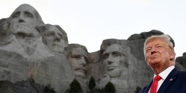 White House Reportedly Asked How To Get A New Presidents Face On Mount Rushmore
