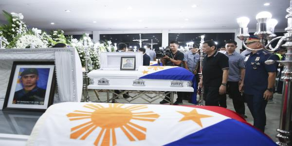 Duterte offers bounty for head of lead killer of 4 police