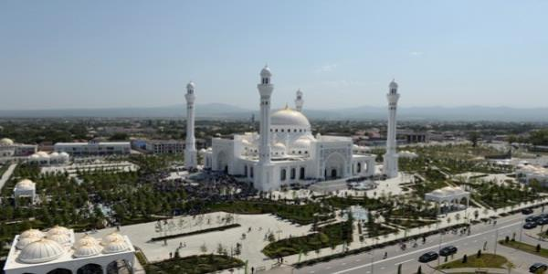 Russias Chechnya inaugurates what it says is Europes largest mosque