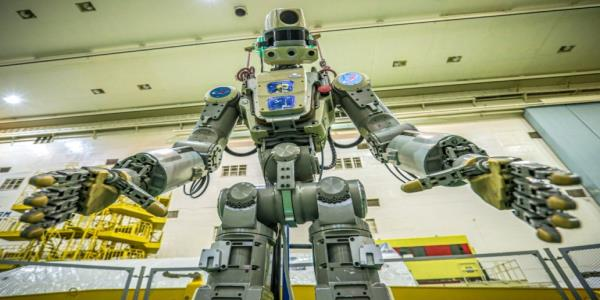 Soyuz spacecraft carrying humanoid robot fails to dock with space station