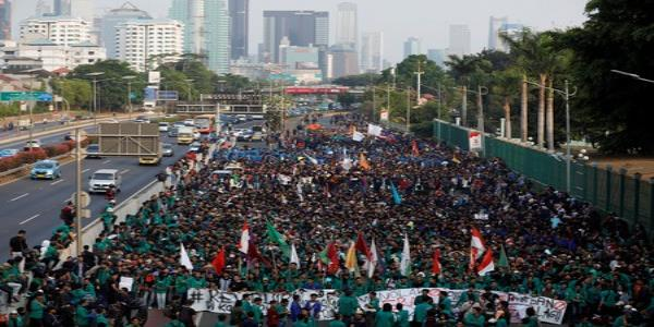 Thousands rally against Indonesian bill to ban extra-marital sex