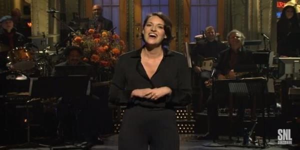 Phoebe Waller-Bridges Saturday Night Live Opening Monologue Is Everything We All Love About Phoebe Waller-Bridge
