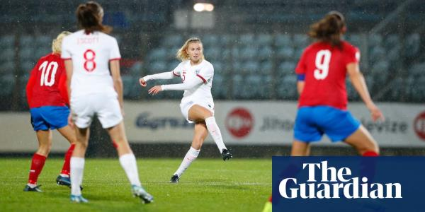 Leah Williamson strikes late to salvage victory for Neville and England