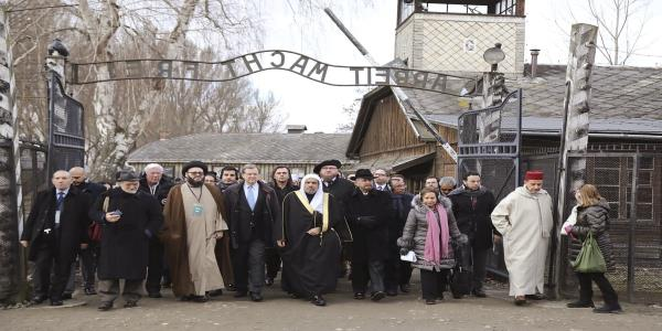 Islamic leaders make groundbreaking visit to Auschwitz