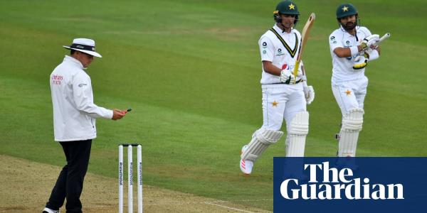 Bad-light rules frustrate England and Stuart Broad as Pakistan dig deep