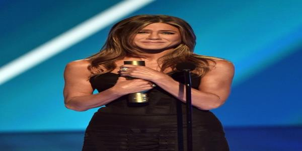 Jennifer Aniston Celebrates Friends In Heartfelt But Hilarious Peoples Choice Awards Speech
