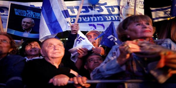 Thousands rally in support of Israels Netanyahu after graft indictment