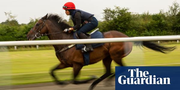 Khadijah Mellah: the first jockey to wear a hijab on a British racecourse – video
