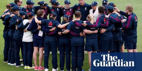 Mark Robinson steps down as coach of England Women after Ashes rout