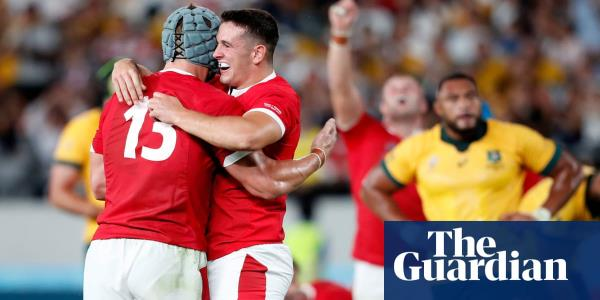Wales cling on in face of Australia comeback to edge brilliant Pool D clash