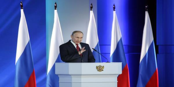 Putin Urges Russians to Stick to Self-Isolation, Offers More Aid