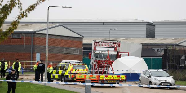 39 Bodies Including One Teenager Found in Back of Semitrailer in Britain
