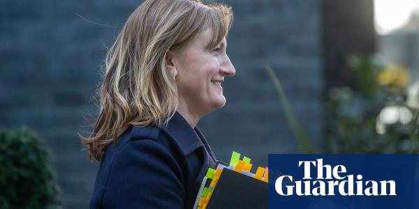 No 10 press briefings plan axed as Stratton moves to Cop26 role